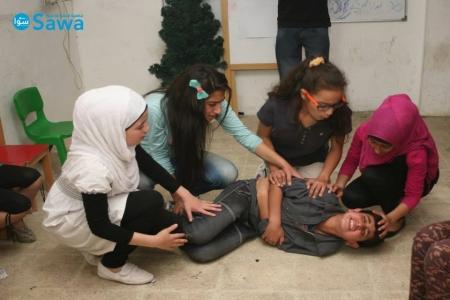 تدريب الأطفال على التمثيل في مركز جمعية مجموعة سوا بعلبك
